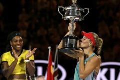 La alemana Kerber sorprendió en la final a una Serena Williams que sólo le quedó aplaudir.