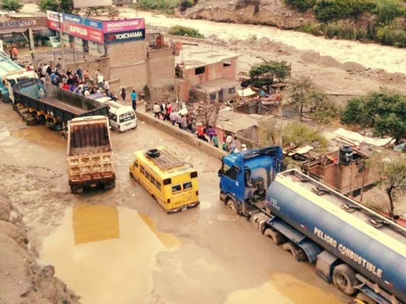Las lluvias afectan circulación en Carretera Central