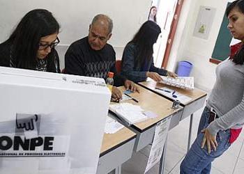 JNE destaca apoyo de jóvenes voluntarios para fiscalizar elecciones