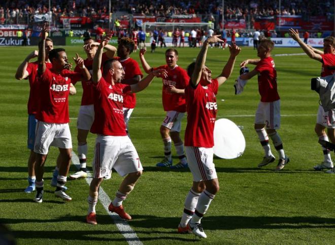 Por primera vez en la historia del fútbol alemán, un club (Bayern Munich) logra un tetracampeonato.