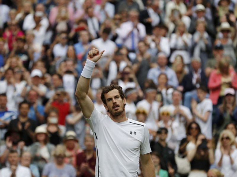 Murray debutó en el Abierto londinense haciendo respetar su posición en el ranking.