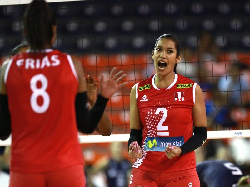 Las voleibolistas peruanas derrotaron a las argentinas.
