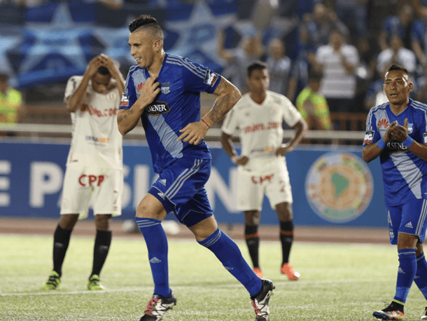 """LA """"U"""" fue eliminado de la Sudamericana fácilmente por Emelec."""