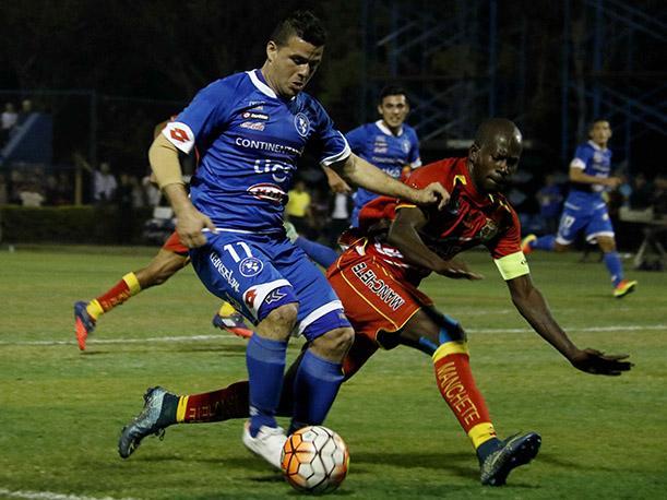 Sport Huancayo definirá su pase a la siguiente instancia en casa.