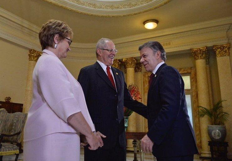 El presidente de la nación Pedro Pablo Kuczynski saludó al mandatario colombiano, Juan Manuel Santos, por el fin de la guerra interna.