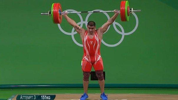 Viera establecer record nacional en levantamiento de pesas pero fue eliminado de las olimpiadas.