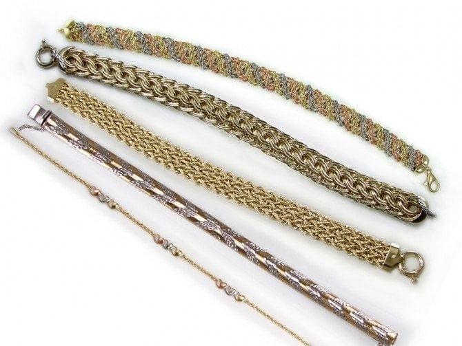 La oferta exportable nacional de joyería y orfebrería estuvo integrada por diversos accesorios de oro.