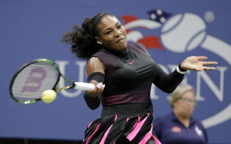 Serena Williams está muy cerca de la final y de conservar la primera posición en el ranking.