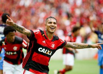 Paolo Guerrero celebró los dos goles contra Corinthians
