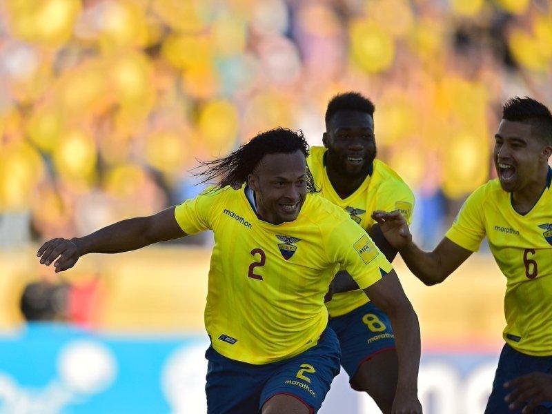 El defensa Arturo Mina abrió el camino hacia el triunfo para Ecuador.