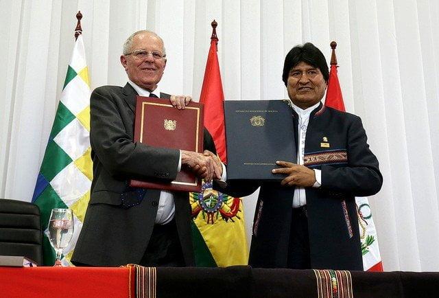 Los mandatarios Kuczynski y Morales suscribieron el acuerdo de integración en la ciudad boliviana de Sucre.