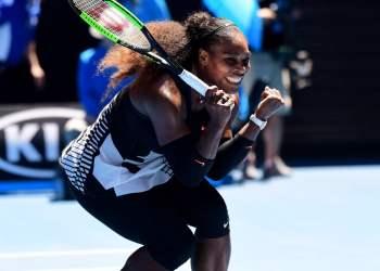 Serena Williams aseguró la semifinal y sigue en camino por recuperar la primera posición en el ranking WTA.