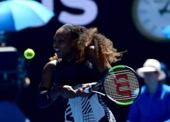 Serena Williams sigue imponiendo su contundencia en Melbourne,