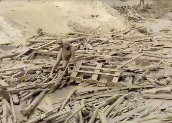 Precisos momentos en que Evangelina Chamorro sale de los escombros del huaico de Punta Hermosa.