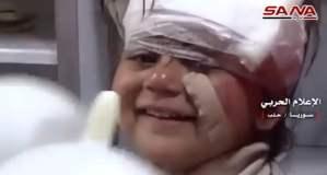 Niña siria sonríe en medio de la guerra