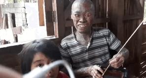 La dura historia de Antonio también está marcada por la marcha de su madre