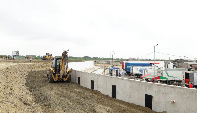 Gobierno peruano llama en consulta a su embajador en Ecuador por muro