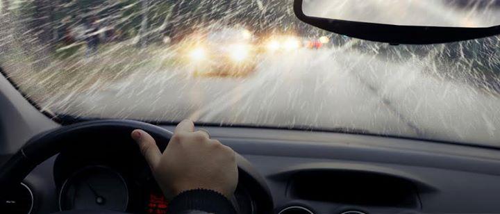 En los últimos días, las fuertes lloviznas y lluvias se intensificaron en la ciudad, provocando numerosos accidentes automovilísticos con graves consecuencias debido a las pistas mojadas