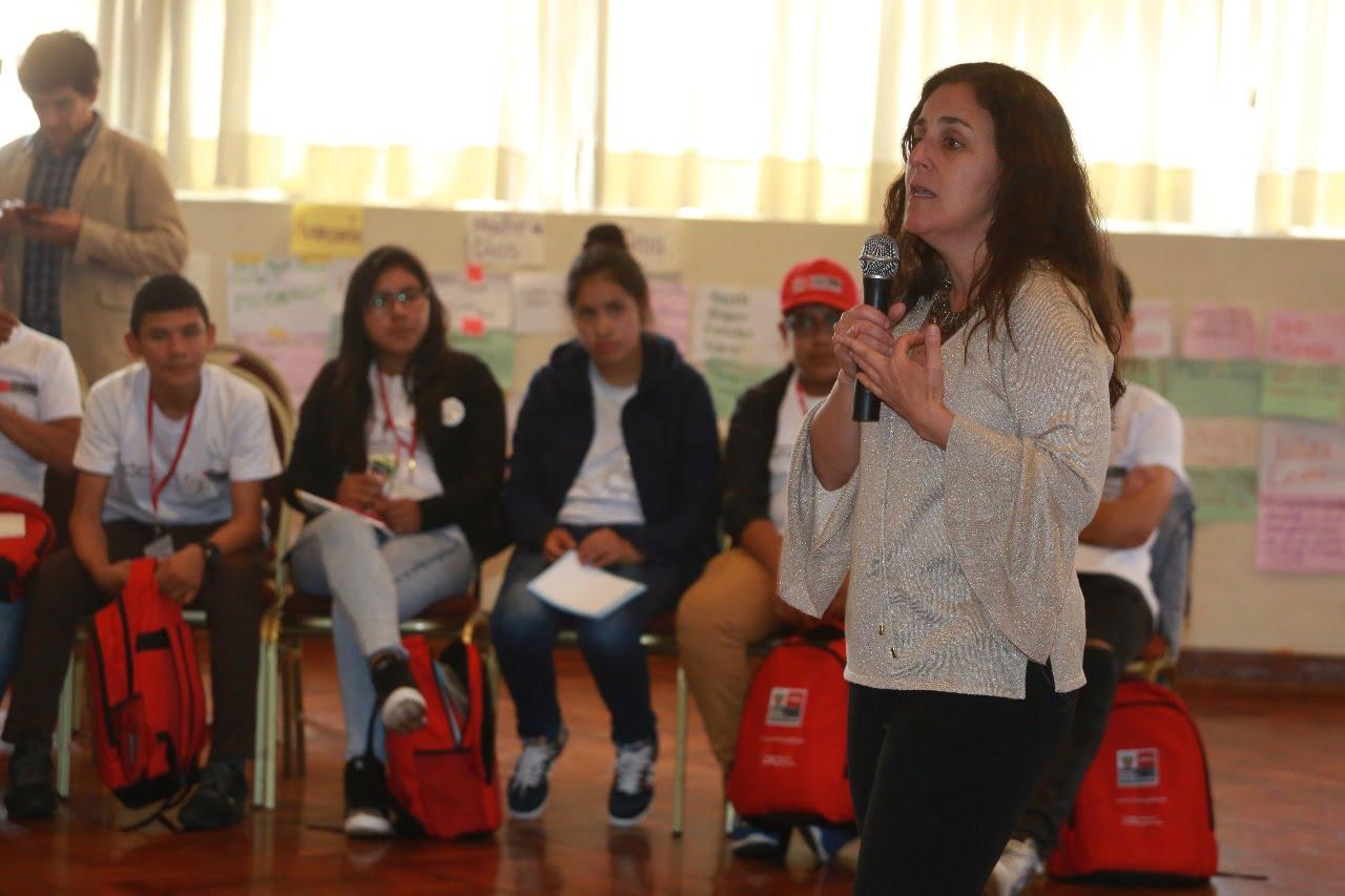 Ministra García participa en asamblea de niños y adolescentes