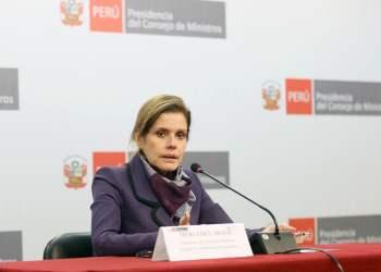 La premier Mercedes Aráoz se adelantó y saludó a los periodistas por su día.