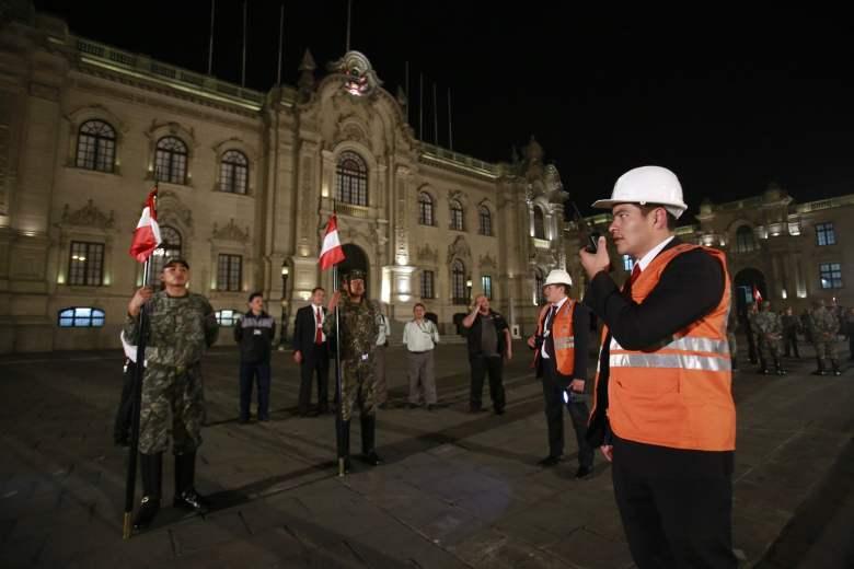 Jefe de Estado recibió balance de simulacro de sismo en el Centro de Operaciones de Emergencia Nacional del Ministerio de Defensa (COEN Mindef)