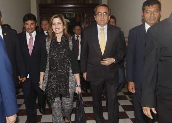 La premier Mercedes Aráoz inició ronda de conversaciones para solicitar facultades legislativas.