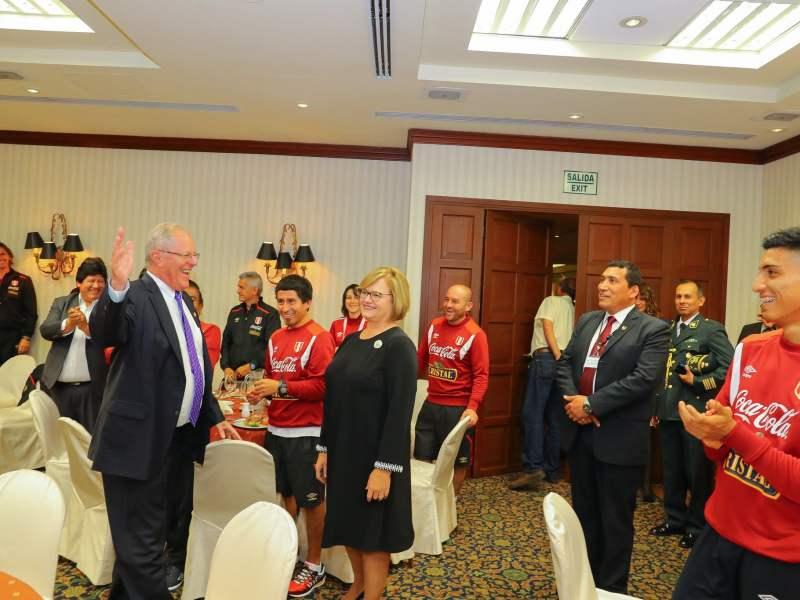 PPK y la primera dama en la concentración de Perú