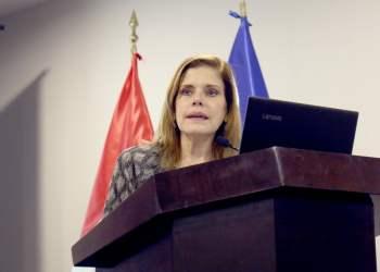 La premier Mercedes Aráoz aseguró que el gobierno lucha denodadamente contra la corrupción.