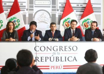 Norma aprobada por el Legislativo favorecería al presidente de la FPF, Edwin Oviedo.