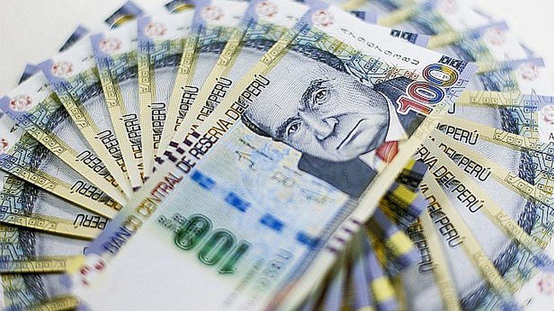 Gobierno evaluará un posible aumento de sueldo mínimo.