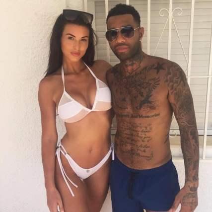 La doble vida del futbolista que realiza videos sexuales junto a su mujer