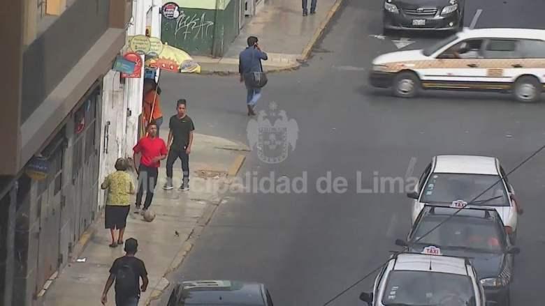 """""""Peloteaba"""" en el Centro de Lima, roba celular pero serenos lo detienen"""