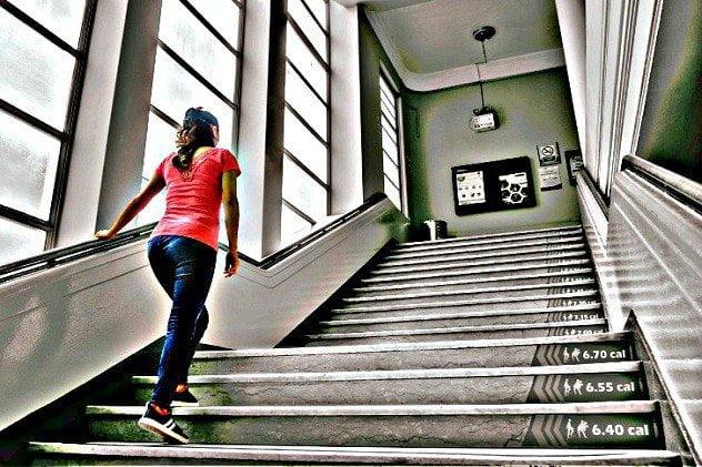 Minsa impulsa el uso de escaleras antes que ascensores en edificios y lugares públicos