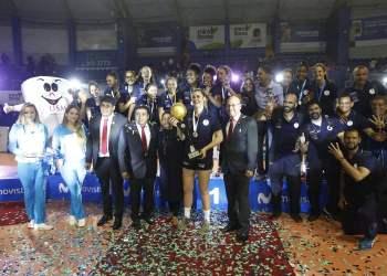 El club U. San Martín conquistó un nuevo título en el voleibol femenino.