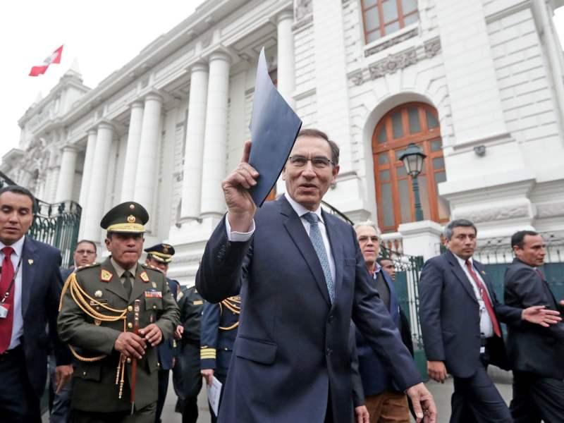 Presidente Martín Vizcarra entregó tres proyectos de reforma al Congreso