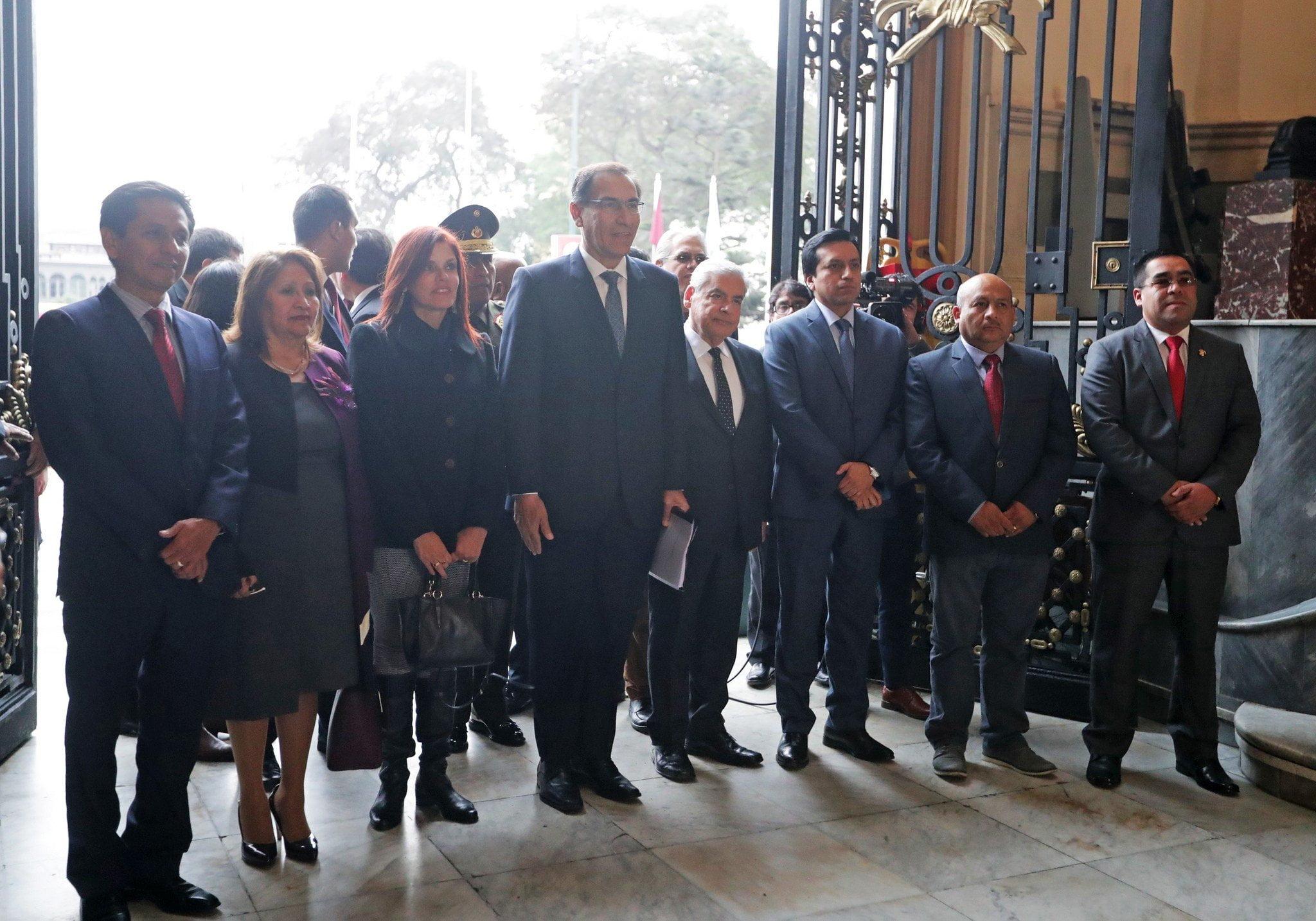 Martín Vizcarra presentó tres proyectos de reforma política al Congreso y pide prioridad