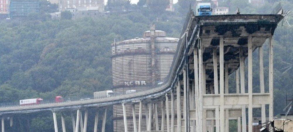 Al menos 35 personas mueren por caída de puente en Génova Italia