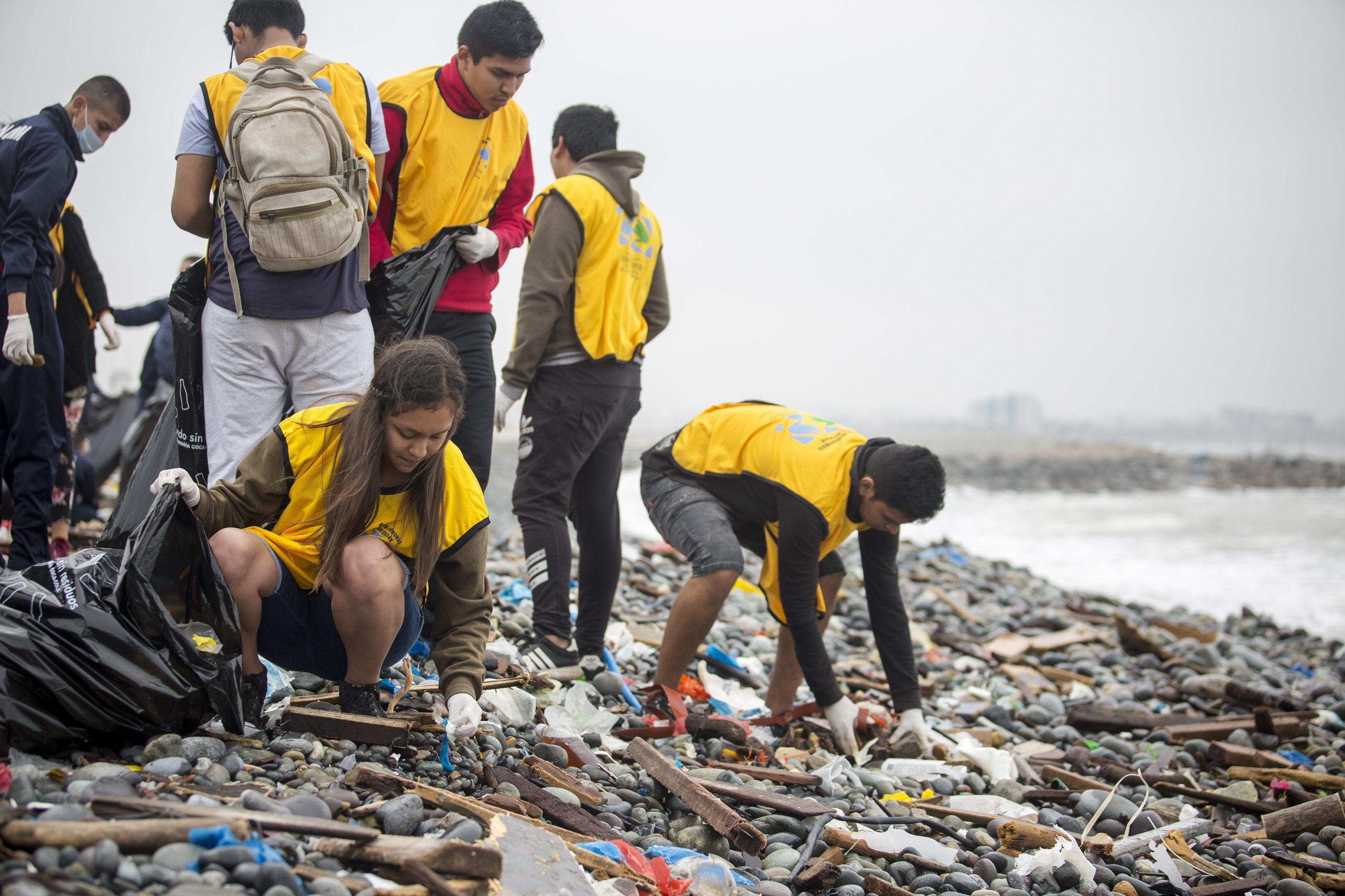 Recolectan más de 23 toneladas de residuos en 5 playas del Perú