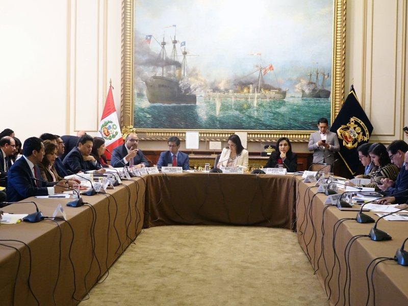 Ministro Daniel Alfaro expuso la situación de su sector en Comisión de Educación del Congreso