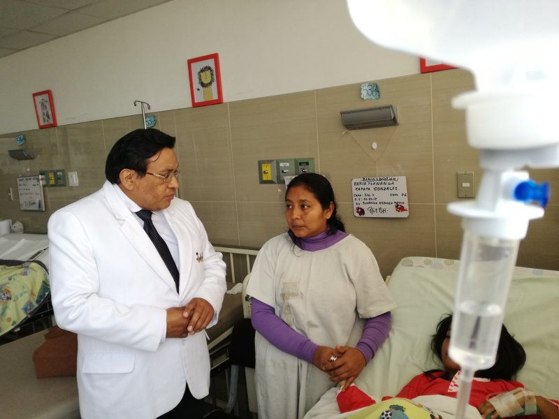 Retiran tumor gigante a niña peruana en hospital del Niño