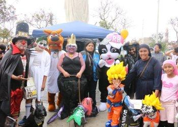 PERRO CON DISFRAZ DE ÑUSTA Y OTRO DE GOKU FUERON LOS GANADORES DEL CONCURSO HALLOWEEN DOG 2018