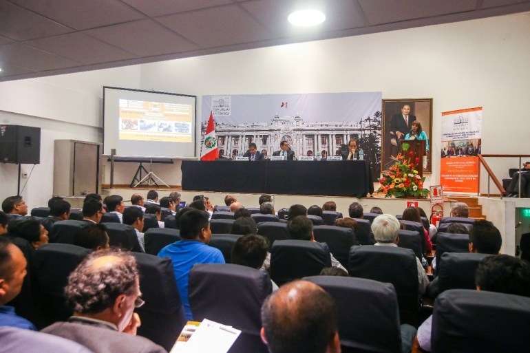 Ministra La Rosa pide a alcaldes llevar agua potable y no estadios ni monumentos