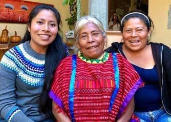 Yalitza Aparicio con su madre y su tía