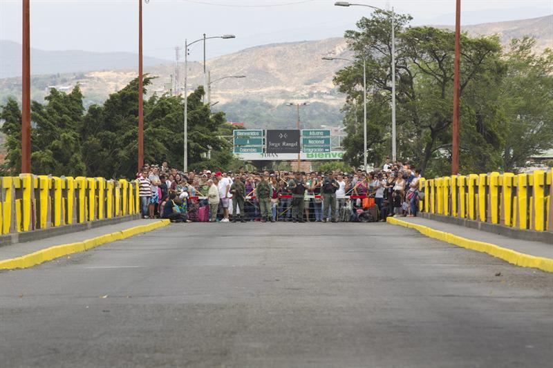 """Expulsan a 5 venezolanos de Colombia por amenazar seguridad del """"Aid Live"""""""