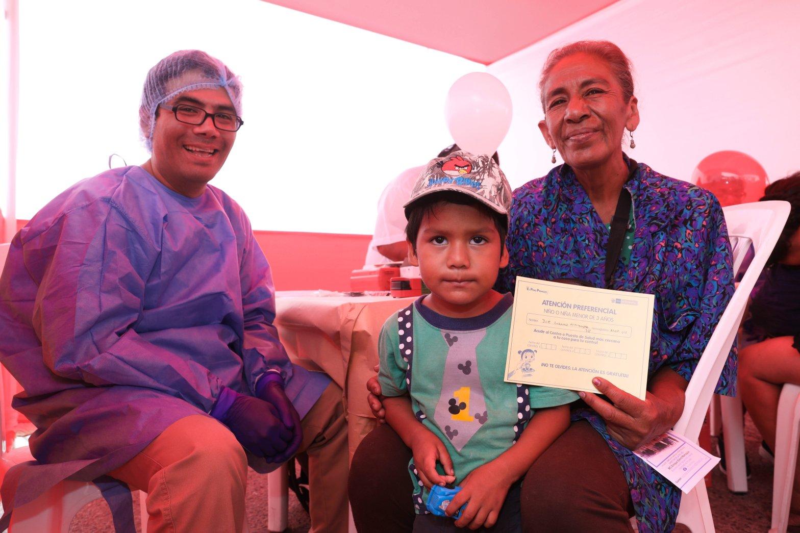 Más de 4.5 millones de peruanos no tienen seguro y Minsa espera darles SIS
