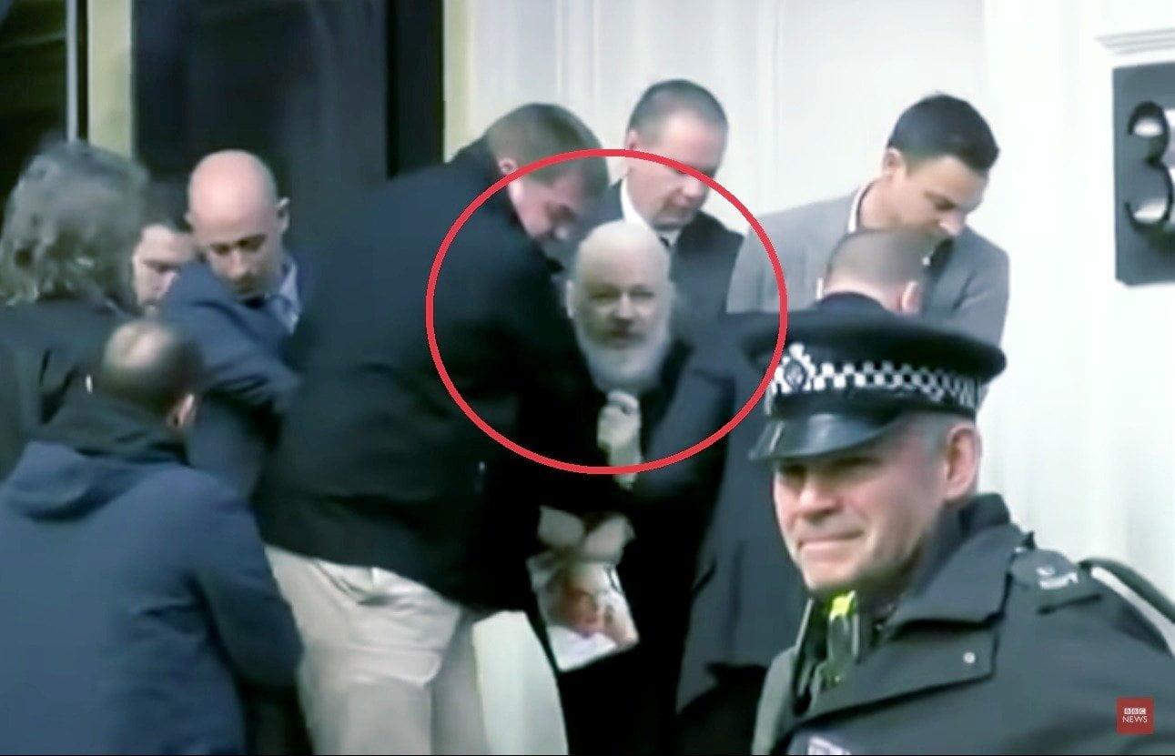 Así fue la detención Julian Assange en la Embajada de Ecuador en Londres