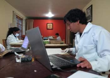 Cinco jóvenes peruanos desarrollan ambicioso proyecto de investigación en zona del Lago Titicaca