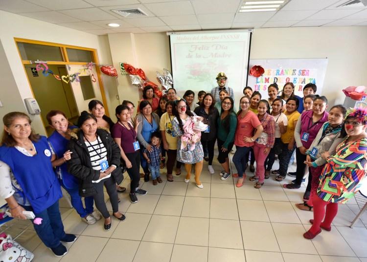 Feliz día a las madres de los pacientes del Instituto de Salud del Niño