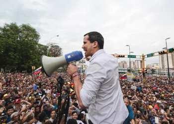 Venezolanos marchan a carteles para rechazar apoyo a Nicolás Maduro