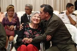 Madres de los héroes de Chavín de Huantar y del Cenepa recibieron emotivo homenaje